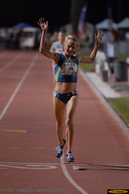 Shalane Flanagan celebrates her new American record
