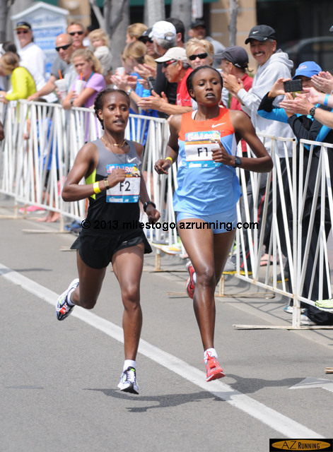Geleta Burka (F2) won the Women's Elite race in 15:26, one second ahead of Mercy Cherono (F1)